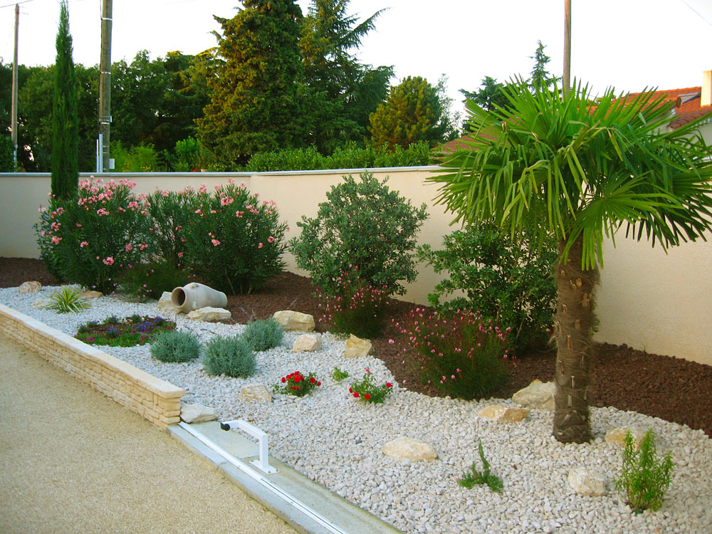 Exemple de jardin paysager for Exemple amenagement maison